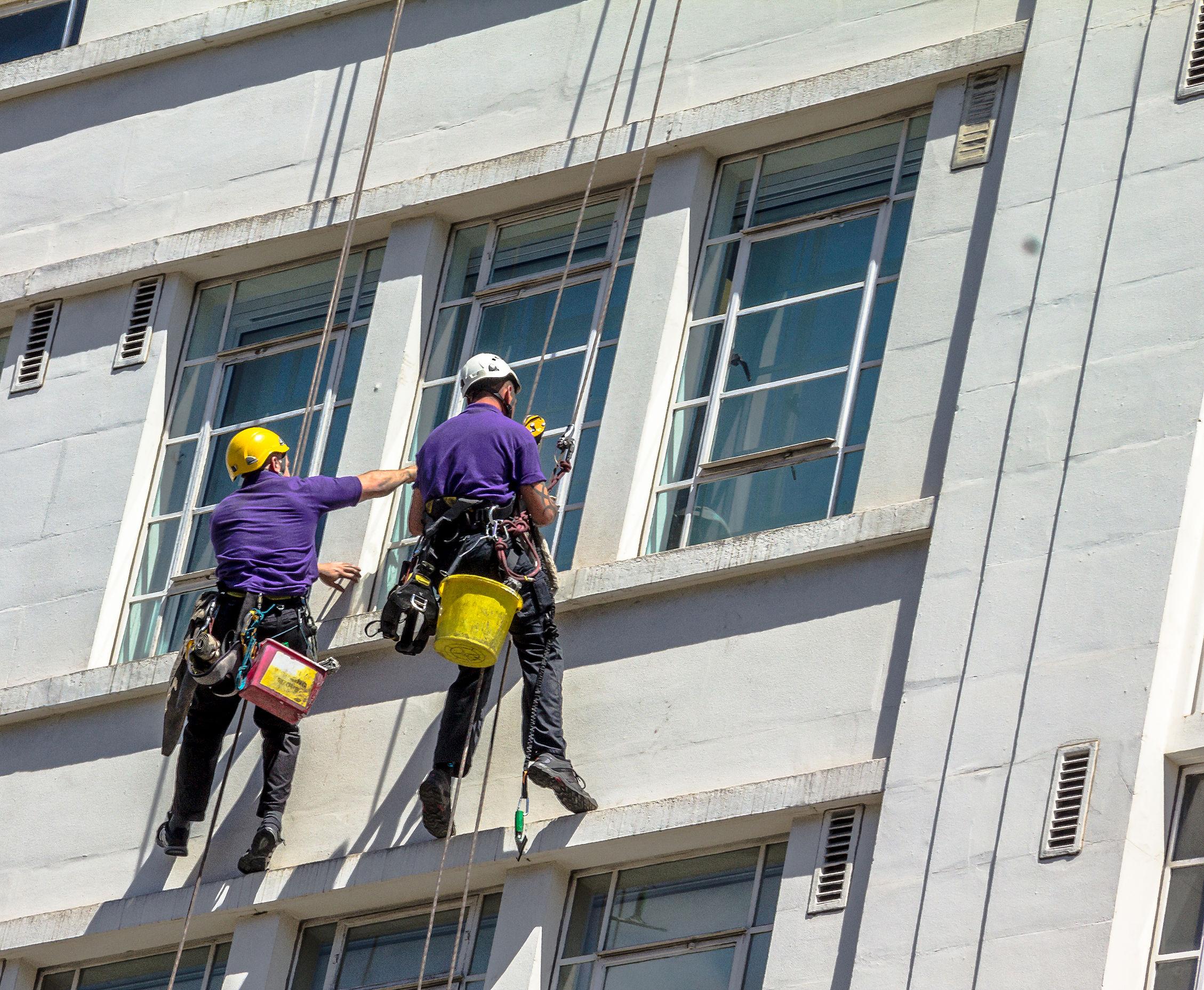 profesionálne umývanie okien vo výškach Bratislava