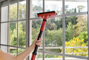 Umývanie presklených balkónov