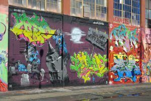 Odstranění graffiti z garáže