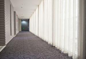 Čistý koberec v hotelovém resortu