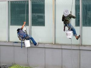 mytí nepřístupných oken