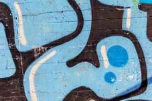 Odstranění graffiti z cihlové zdi