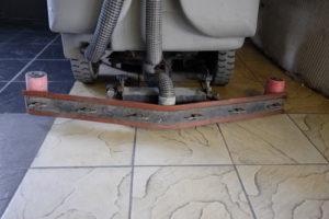 kdo vyčistí podlahy
