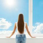 odstranění izolepy z oken