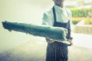 mytí oken v bytě