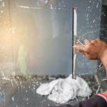 stržení polepů z oken